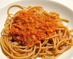 Vollkornspaghetti mit Rote-Linsen-Bolognese - Lecker! Die Hälfte reicht für zwei Portionen, mit Rucola ist das Essen perfekt.