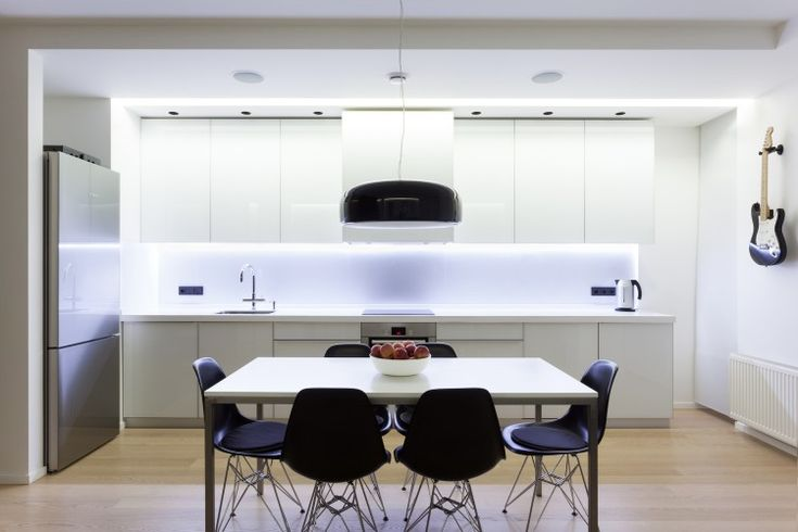 Apartment in Kiev by DervishGroup Shop the same style at GFURN.com: http://gfurn.com/collections/dining-chairs/products/g-dc4-gfurn-reproduction-of-charles-eames-dsr-chair-fiberglass