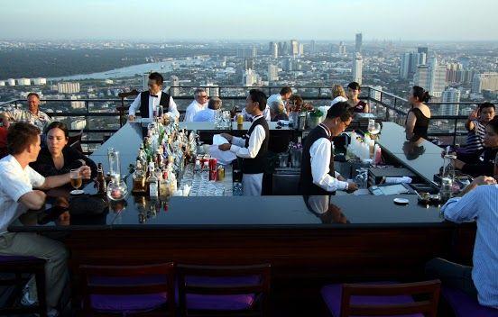 ~ヴァーティゴ&ムーンバー(Vertigo and Moon Bar)~ なんと言っても絶景がすごいです!!61階から見るバンコクはとても素敵です。夜景は特におすすめです。をお食事は高めですが、バーだけでの利用もできます。ドレスコートが必要になるので気を付けてください。  店舗詳細:http://www.travelbook.co.jp/place/2647/