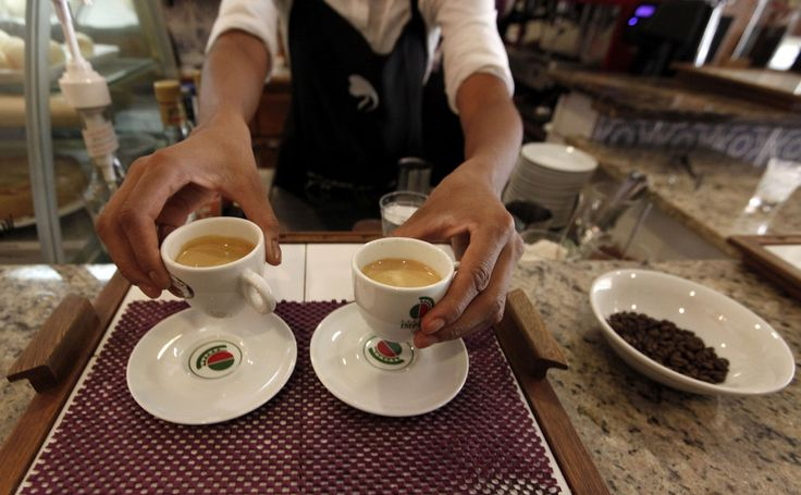 Relatório científico britânico confirma que o consumo moderado de café só tem vantagens. Desde que o beba sem açucar ou leite