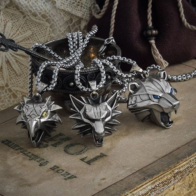 Resultado de imagen para the witcher bear school necklace