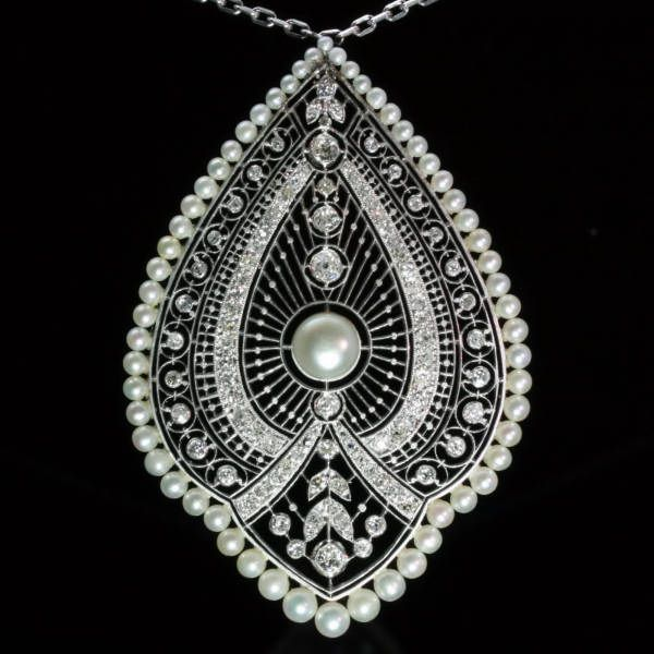 Edwardian Princess necklace with pendant, natural pearls and diamonds, fine diamonds clasp, platinum and 18kt white gold chain, crafted in France circa 1910's. Resembling the peacock plumage. (adin.be) #pearls