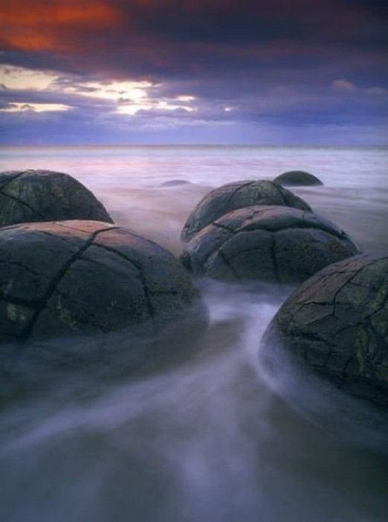 Moeraki Boulders (Kaihinaki), Koekohe Beach, Kumara, New Zealand - unusually large and spherical boulders.