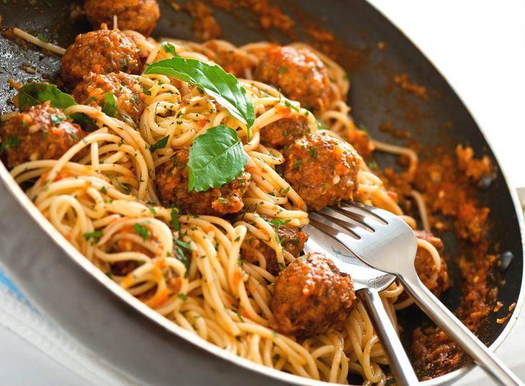 Spaghete cu chiftele și sos de rosii | Retete culinare - Romanesti si din Bucataria internationala