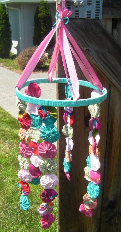 i could make this! This would be a cool bow holder that sadie cant reach