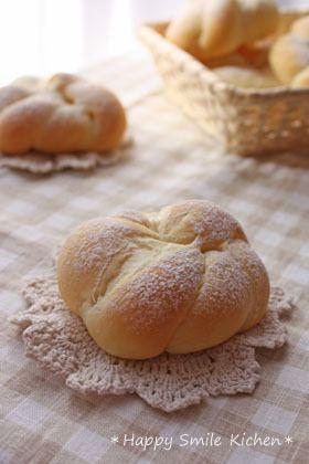 リッチな配合で,そのまま食べてもとっても風味豊かなヨーグルトパン。バターやジャムにも良くあうので朝食にもおススメ^^♪