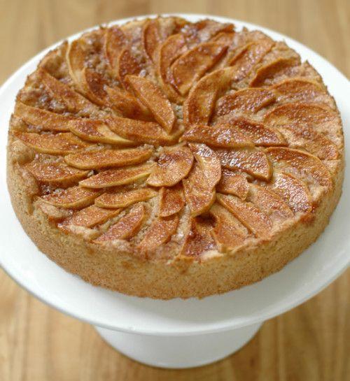 Az almás sütemények legjobbja! Annyira könnyen készül és mégis olyan finom! Tejszínhabbal szoktuk enni. :)