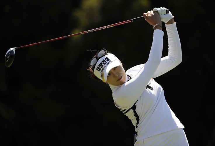 Mi Jung Hur, of South Korea, watches her tee shot on the second hole during the final round of the Kia Classic LPGA golf tournament Sunday, March 26, 2017, in Carlsbad, Calif. (AP Photo/Gregory Bull)
