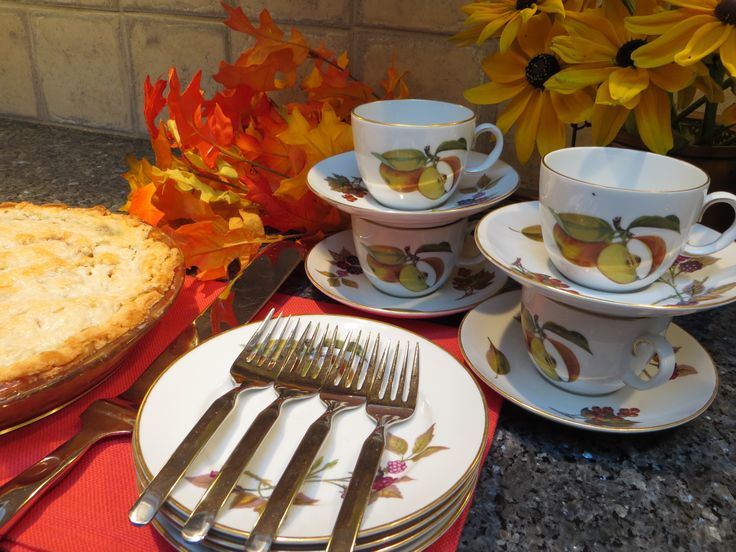 Fall tea - apple pie, and Evesham china by Royal Worcester