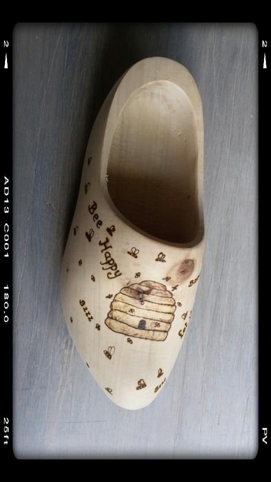 let it Bee , landelijke klomp, made by Mies van Lankveld