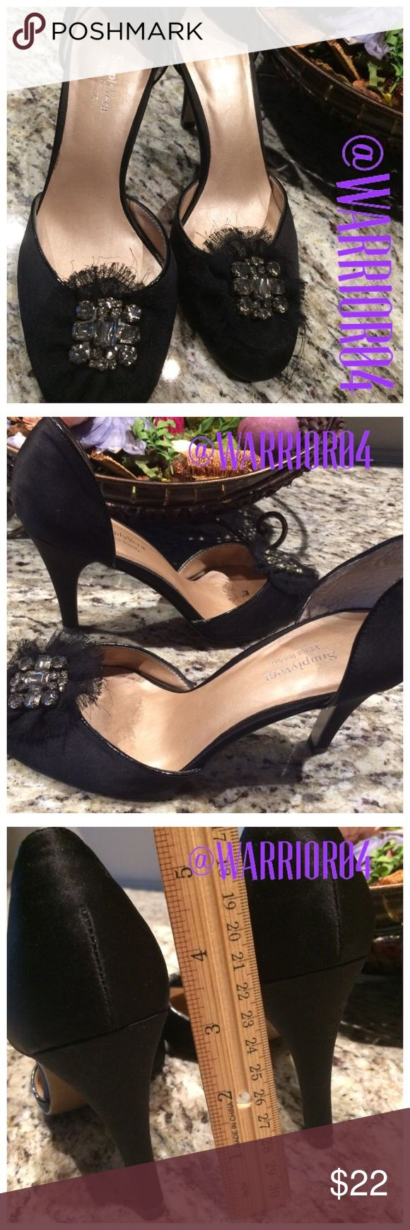 Simply Vera Wang Black Diamond Bow Accented Heels Simply Vera Wang Black Diamond Bow Accented Heels Size 6.5 Simply Vera Vera Wang Shoes Heels