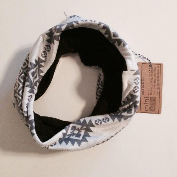 Écharpe bavoir de bébé/bambin réversible infini cercle. par MiniEm