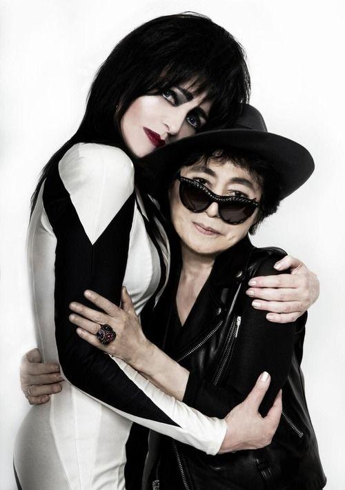 Siouxsie Sioux & Yoko Ono at Meltdown, 2013, repinned by www.jane-davis.co.uk                                                                                                                                                                                 Mehr