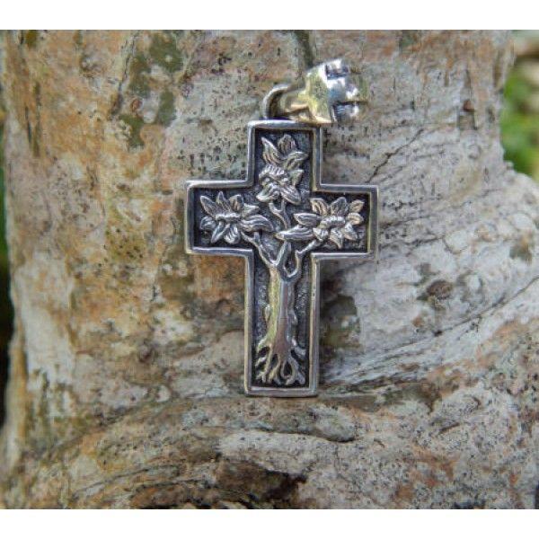 Liontin perak salib motif pohon kehidupan