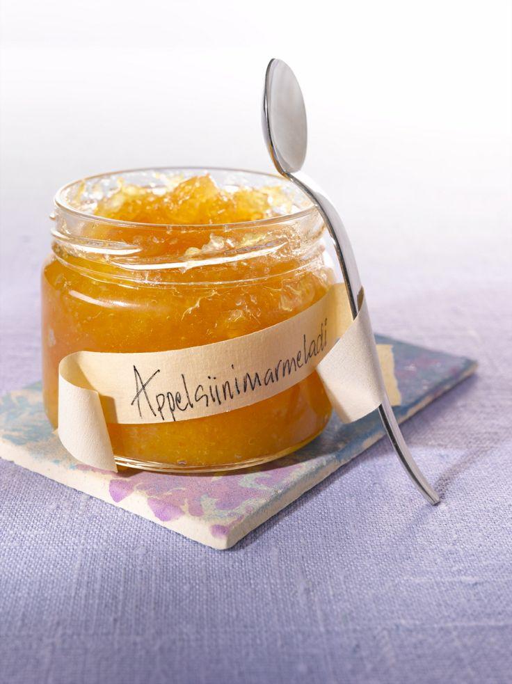 Aurinkoinen appelsiinimarmeladi nostattaa hymyn herkkusuun huulille. Resepti löytyy täältä: http://www.dansukker.fi/fi/resepteja/appelsiinimarmeladi.aspx #marmeladi #aamiainen #resepti