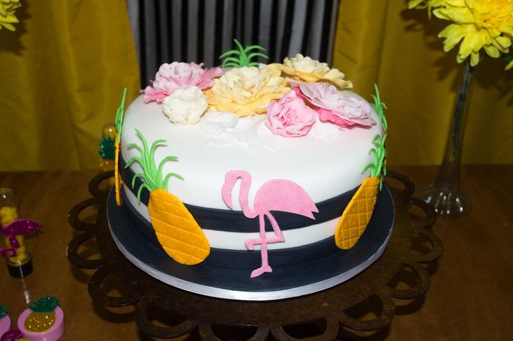 Bolo tema Abacaxi e Flamingos