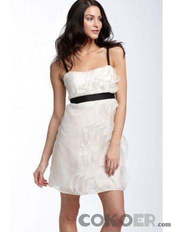 Korta-Brudklänningar-vita-korta-bröllopsklänningar-med-svarta-band-och-fönsterbågar