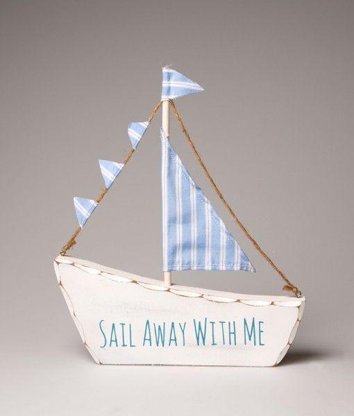 Nos encanta este pequeño barco blanco y azul de madera. El accesorio decorativo perfecto para el dormitorio de cualquier niño pequeño. Blanco y azul en color, y está hecho de madera. Con un fondo sólido plana, que se puede poner en cualquier superficie plana, sin ayuda. http://www.barquitos.com/decoracion-de-interiores/decoracion/barco-sail-away-with-me