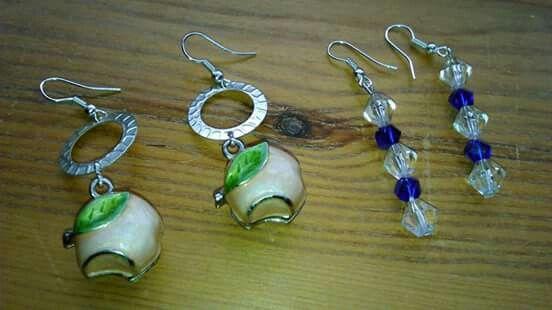 Orecchini meluccia rosa chiaro ; orecchini pendenti perle simil cristallo.