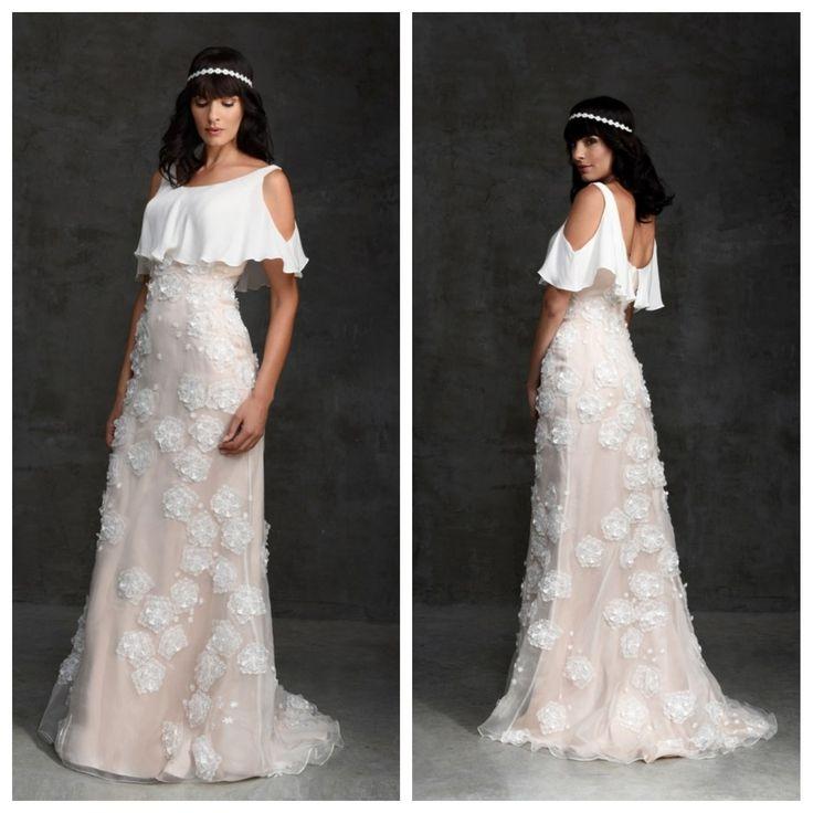 WEDDING DRESS  L'essentiel est dans les détails...  #robedemariée #weddingdress #weddinggown #chrisvonmartial #rockbride #bohobride #couture #mariage #mariageboheme  A découvrir sur notre boutique en ligne : http://www.chrisvonmartial.com/