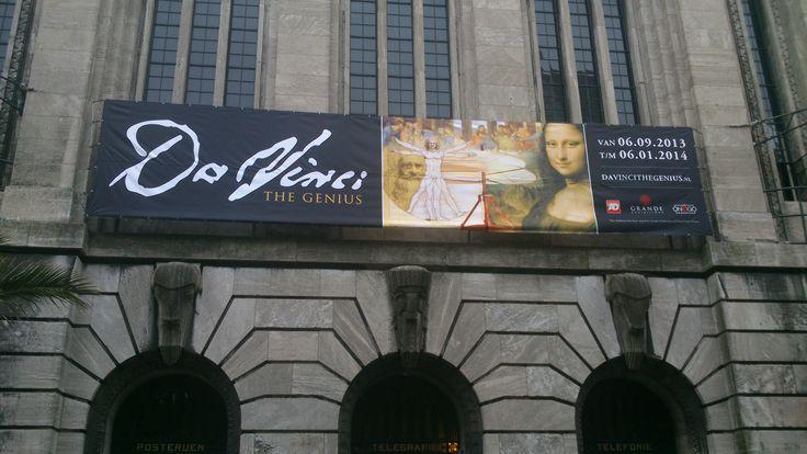 De ingang van de Expositie van Leonardo da Vinci in Rotterdam.
