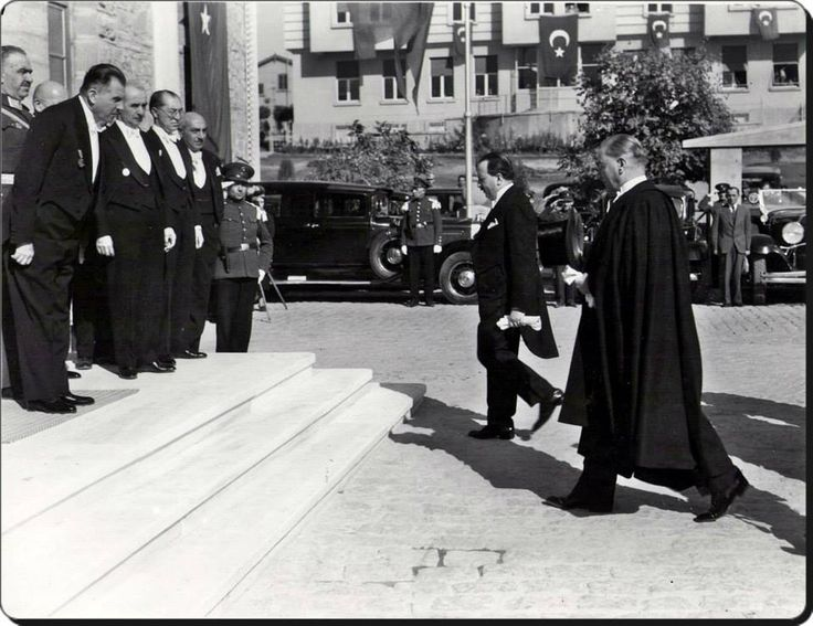Türkiye Cumhuriyetinin kurucusu ve İlk Cumhurbaşkanı Mustafa Kemal Atatürk.