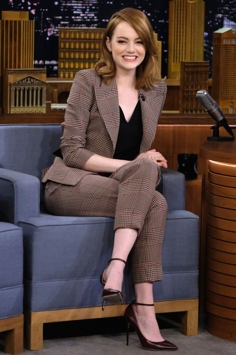 1 December Emma Stone appeared on The Tonight Show with Jimmy Fallon wearing a smart, heritage trouser suit.