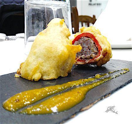 """""""Buñuelopimiento"""" de morcilla y manzana verde esun pimiento relleno, pero en vez de rebozado, en Errazki lo que hago es tenpurizarlo, y tienes crujiente muy muy fino, cremoso al morder y un sabor a pimiento relleno intenso, pues se """"cocina"""" en su propio jugo y no se fríe…. te encantará! Ingredientes: 10 Pimientos de piquillo... Lea más"""