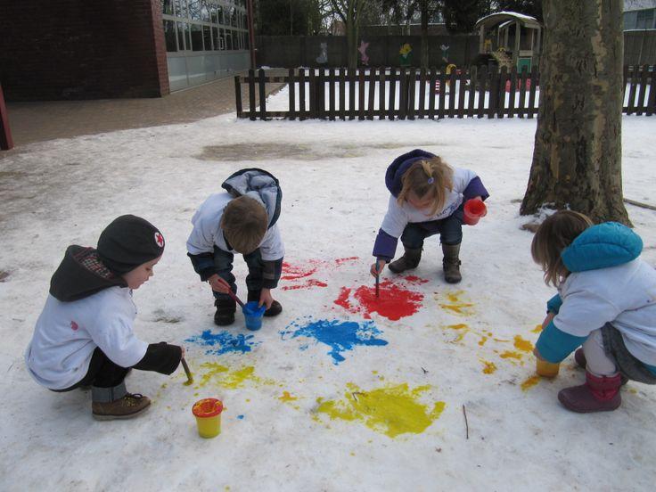 Schilderen in de sneeuw! Leuk!