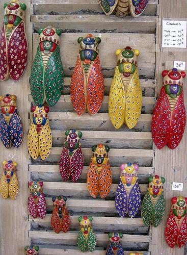 Cigales décorées et colorées