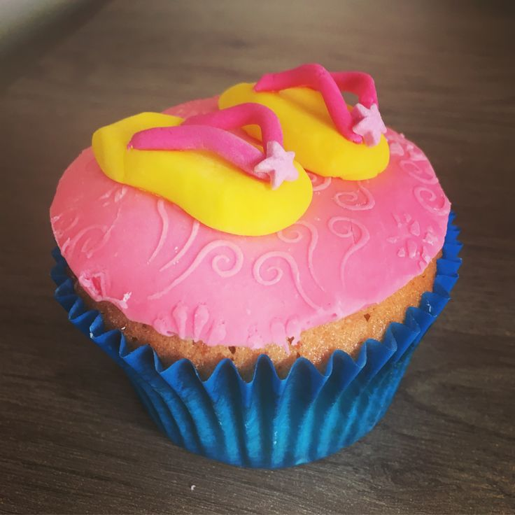 Having a Hawaii themed party or beach themed party? Contact me now to order your cupcakes before it's too late!