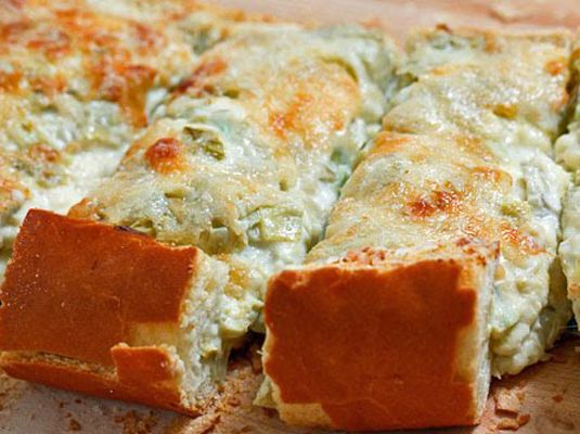 Delicious Thanksgiving appetizers you must  try: artichoke bread