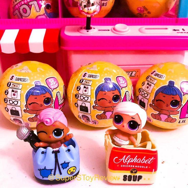 We have to say that were loving the Chicken Noodle Soup bag that comes with Lil Beatnik Babe from Series 3 WAVE 2 that weve just unboxed! We were hoping she would be another LOL boy but we love how she is now! :) Check out LiL Beatnik Babe and Lil Grunge Grrl color changing in our YouTube video link here https://youtu.be/8nTIdSx-GX0 or in the bio @superstoyreview #lolboys #lolsurpriseboys #collectlol #lolsurprise #lolsurpriseboy #lolboy #loldollboy #lolsurprisepearlsurprisewave2…