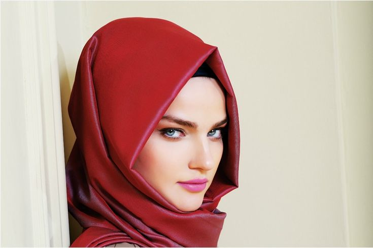 The Heart Face Shape:  If you have a heart face shape, avoid wearing tight hijabs , especially on the forehead. Instead keep it draped in a loose effect by creating gentle folds, especially on that area.