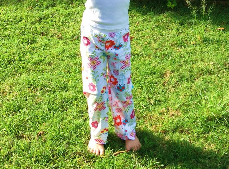 Yoga Pants in soft cotton interlock with sweet bird and flower print, and white rib knit waistband