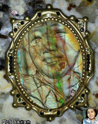 opal gemstone manipulation by Cakkocem