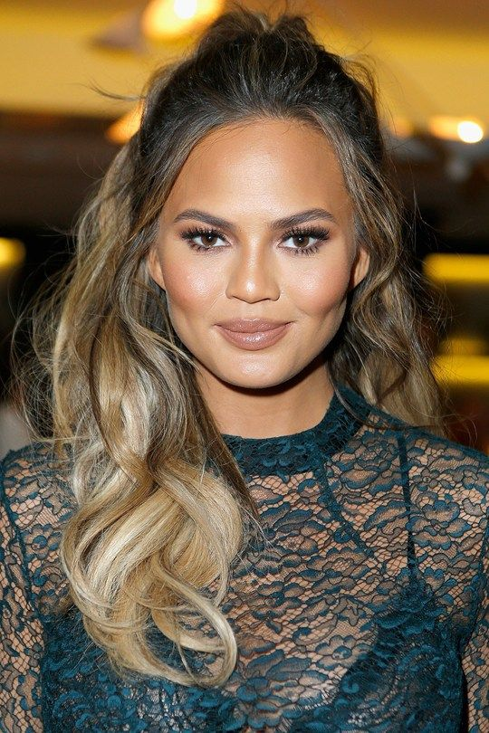 Red carpet hairstyle. Curly half-updo - Chrissy Teigen. Celebrity hairstyle.