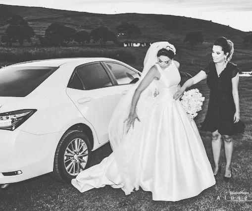 Momento inesquecível! Emoção pura e única! Como é bom fazer parte disso...Aluizio obrigada pelo registro! @nicolemansurar @atelierbemcasada @pronovias @stpatrickbridal @studiophotoaluizio @rhemaestetica @toninhoaleixodecorador @amandafbenevides #cerimonialbrasil #casamento #vestidodenoiva #altacostura #noivas #pronovias #stpatrickbridal #brides #bridal ##weddingdress #weddingown #bridalfashion #hautecouture #weddingplanningbrazil by amaisbcerimonial