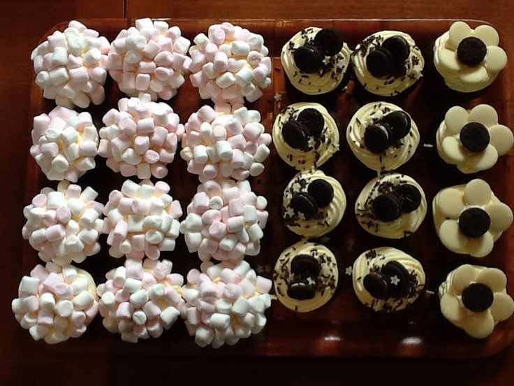 Cupcakes: marshmallows, Oreos and Chocolate flowers