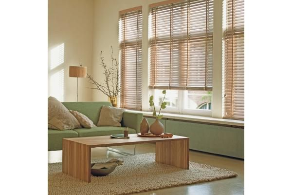 Las persianas de madera Country Woodscombinan la belleza de la madera natural con la versatilidad del control de la luz de las persianas horizontales. Conócelas aquí.