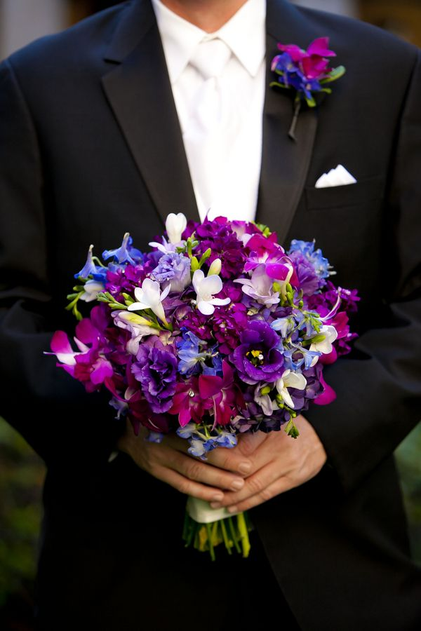 purple themed #wedding bouquet  Gorgeous in front of the turquoise dresses! AND your fave color is purple!