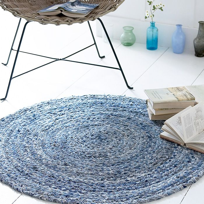 Old jeans denim rug; I think I may do this for my craft room.  Seems simple enough.