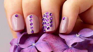 Olśniewające kryształki na paznokciach