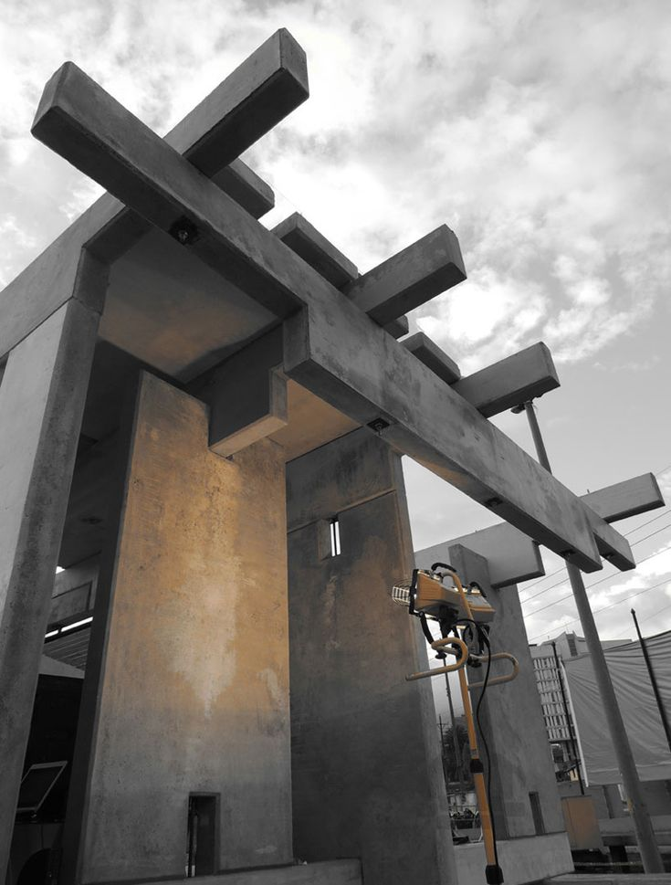 ERDC: concrete, wood, and glass living space in ecuador