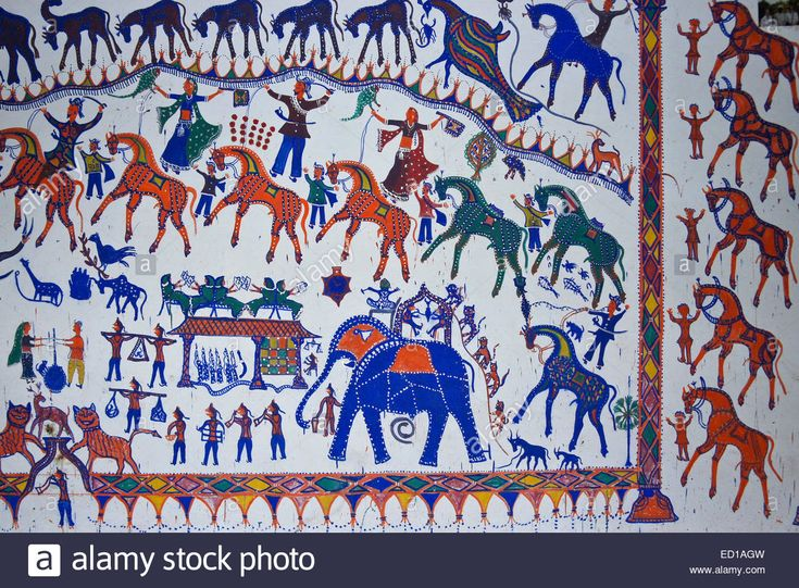pithora-paintings-on-interior-wall-of-rathwa-tribal-home-near - teppiche für küche
