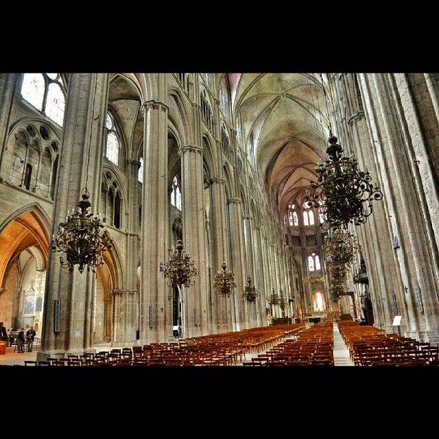Le ventre de la Cathédrale de #Bourges via @paco_rouen