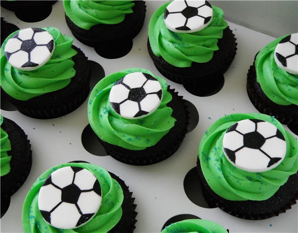 Pin By Beth Hauck Merkel On Let S Play Ball Birthday Party Soccer Cupcakes Fondant Cupcakes Penguin Cakes