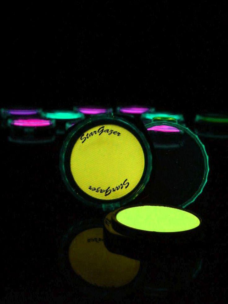 Schwarzlicht Puder Make-Up Gelb  #blacklight #schwarzlicht #makeup #neon #party #color  #fluo #psy  #make #up #powder