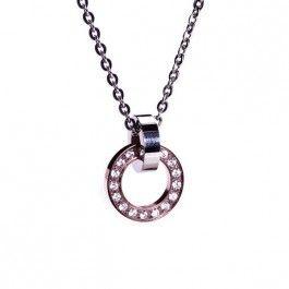 Vackert långt halsband i rostfritt stål med två ringar från Edblad. Halsbandet har roséguldplätering och klara cubic zirconia-stenar.
