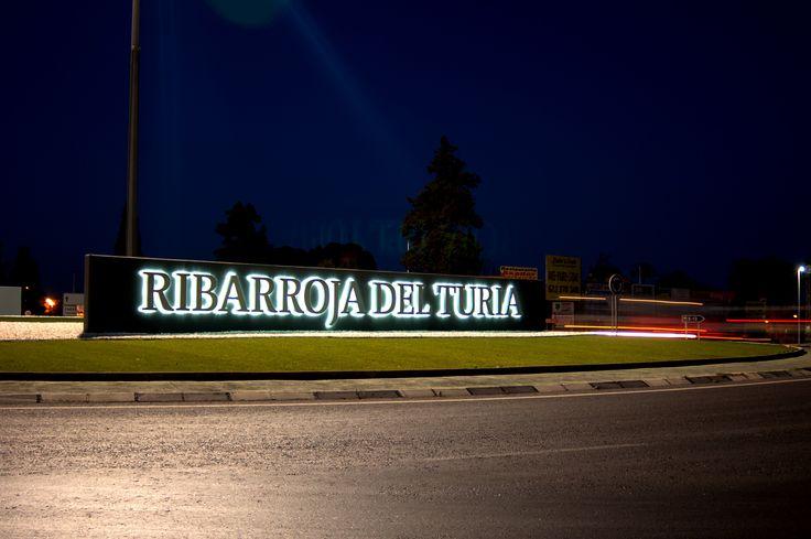 Letras corpóreas efecto halo para Ayuntamiento de Riba Rja